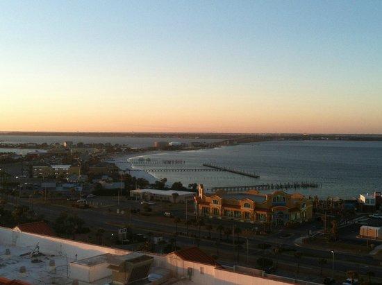 Hilton Pensacola Beach: Bay view from the balcony