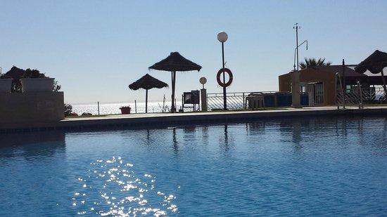 Hotel La Barracuda: piscina y de frente el mar. Que lujo!!