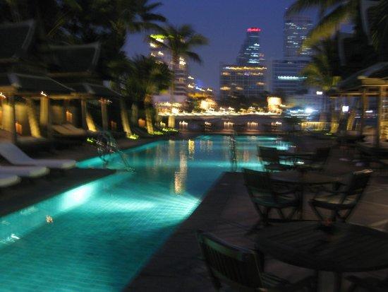 The Peninsula Bangkok : nice pool