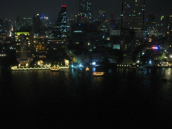 The Peninsula Bangkok: night lights up