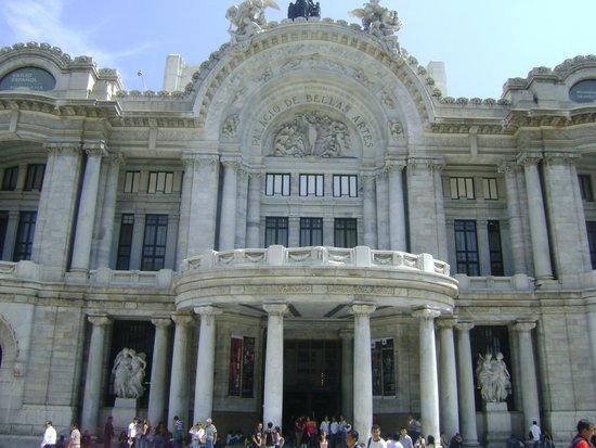 Fachada del Palacio de Bellas Artes