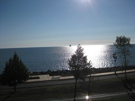 The Inn On Lake Superior: Watching the ships roll in....