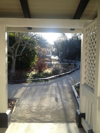 Olea Hotel: Gorgeous... looking outside from the cottage.