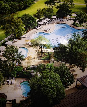 Omni Barton Creek Resort & Spa: Nice pool area with great service, bad food!