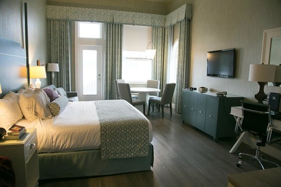 Prestige Oceanfront Resort, BW Premier Collection: Hospitality suite with large deck overlooking harbour