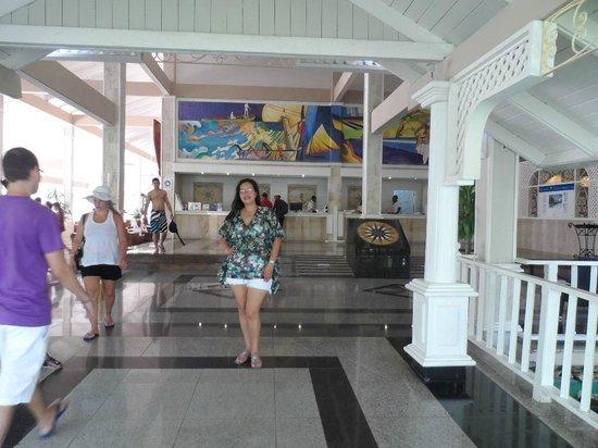 Vista Sol Punta Cana: No podia faltar yo en el lobby
