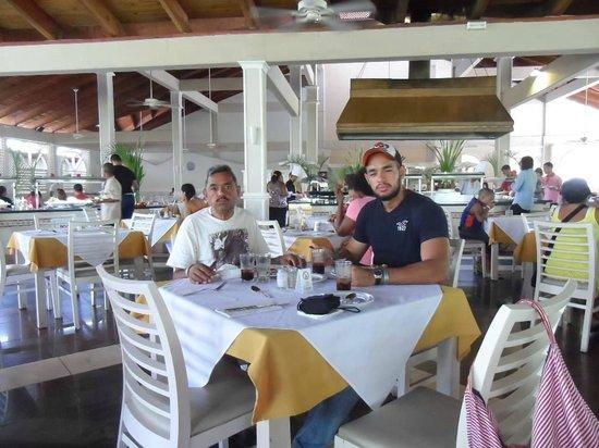 Vista Sol Punta Cana : Mi esposo y mi hijo