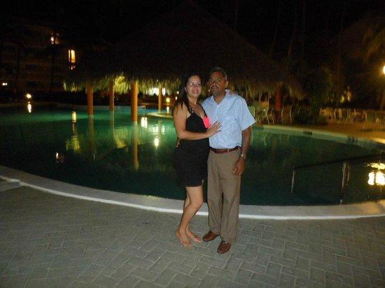 Vista Sol Punta Cana: Con mi esposo en la noche