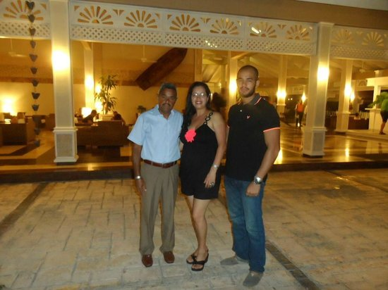 Vista Sol Punta Cana : Con mi esposo y mi hijo