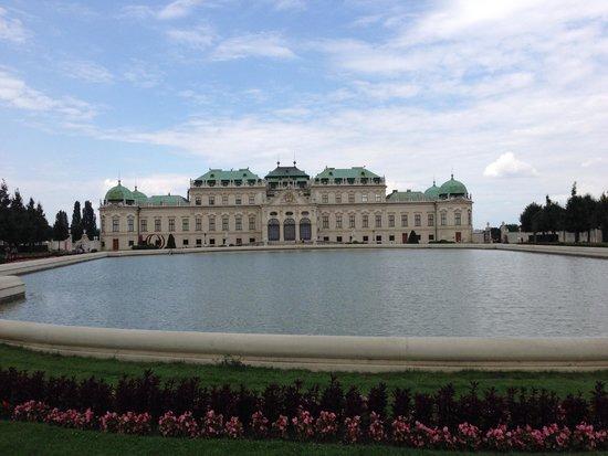 Belvedere Palace Museum : palace