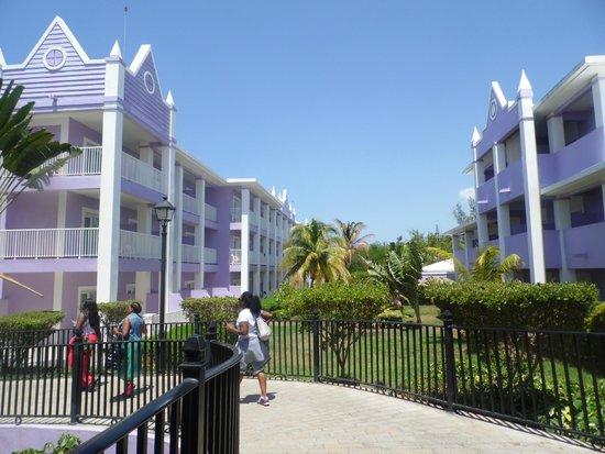 Hotel Riu Montego Bay: RESORT BUILDINGS