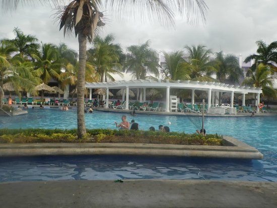 Hotel Riu Montego Bay: POOLSIDE VIEW