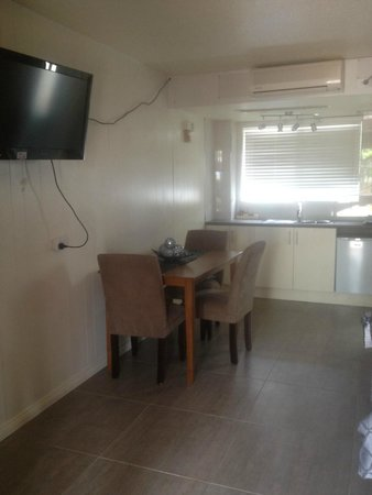 Tuncurry Motor Lodge: Renovated kitchen / dinning area