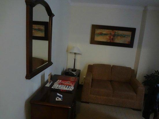 GHL Hotel Hamilton: Sala alterna a la habitación
