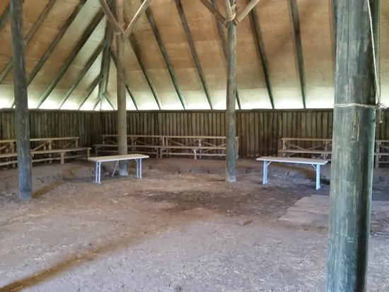 Chickasaw Cultural Center: Inside the meeting hall