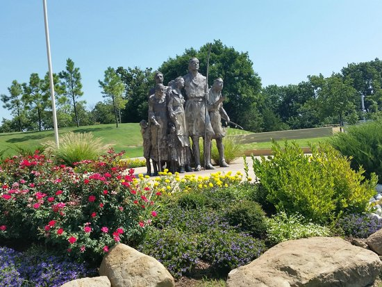 Chickasaw Cultural Center: In front of the museum