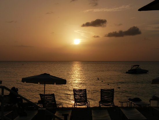 Grand Cayman Marriott Beach Resort: A beautiful sunset on the beach at the hotel.