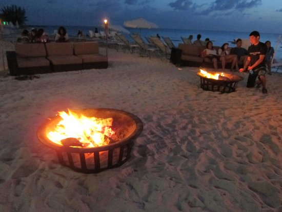 Grand Cayman Marriott Beach Resort: Don't miss the bonfire and s'mores night.
