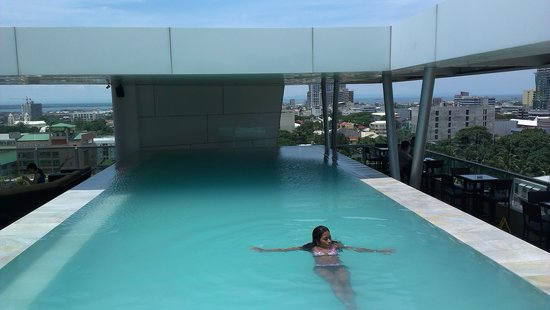 Best Western Plus Lex Cebu : roof top pool