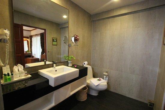 Banana Fan Sea Resort : New Bathroom for seven room only