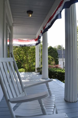 Liberty Hill Inn: Porch