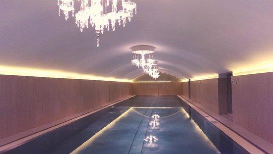 Hotel Sans Souci Wien: Stainless Steel Pool with Chandeliers