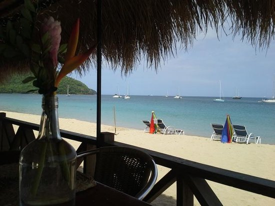 Spinnakers Beach Bar & Grill: view at breakfast