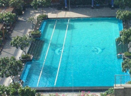 The Leela Ambience Gurugram Hotel & Residences: Serene Pool !