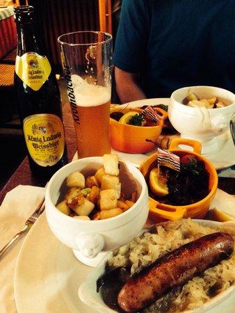 Chef Bernard's Platzl Inn: Bratwurst Dinner
