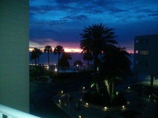Sailport Waterfront Suites : Sunset