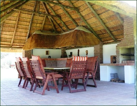 Riverbend Self Catering Cottages: Communal lapa with buit in braai