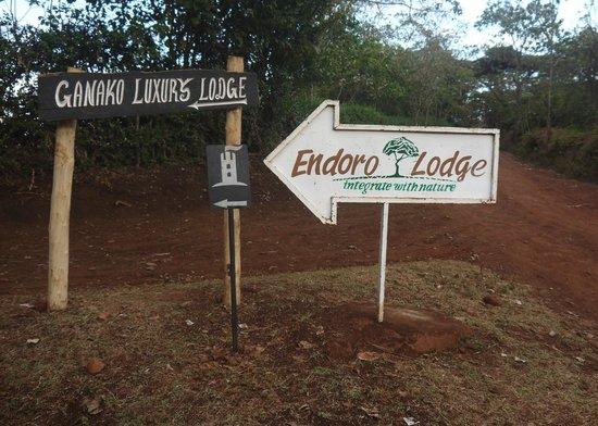 Endoro Lodge: The entrance