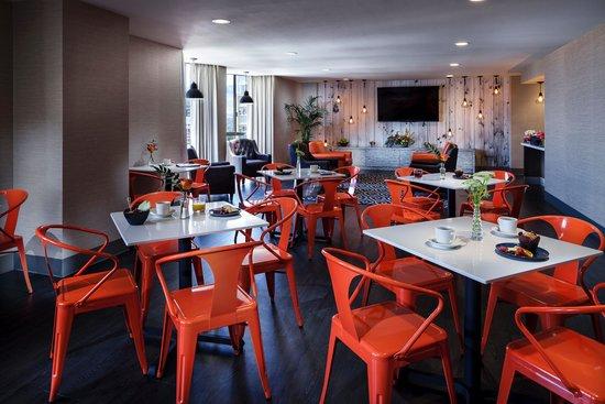 Whitney Peak Hotel: Concierge Lounge