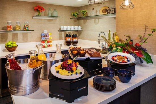 Whitney Peak Hotel: Concierge Lounge Breakfast
