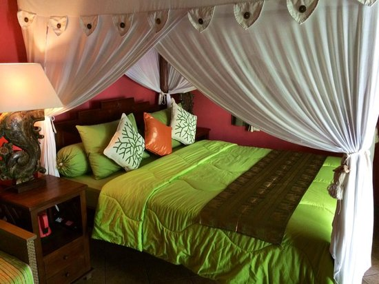 Green Chaka Villas: Bed at Paradise villa