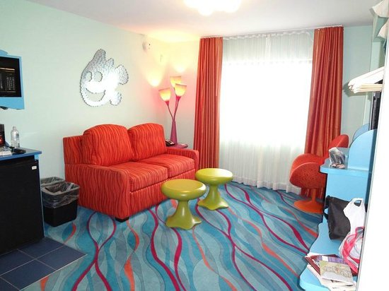 Zazu picture of disney 39 s art of animation resort for Hotels with family rooms for 5