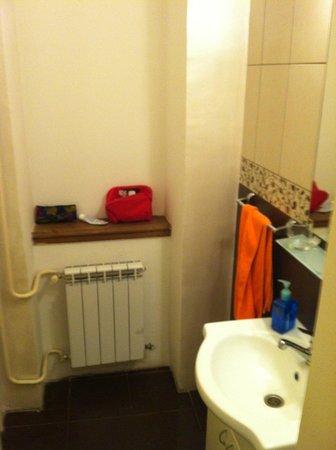 Atlas City Center Suites: bathroom