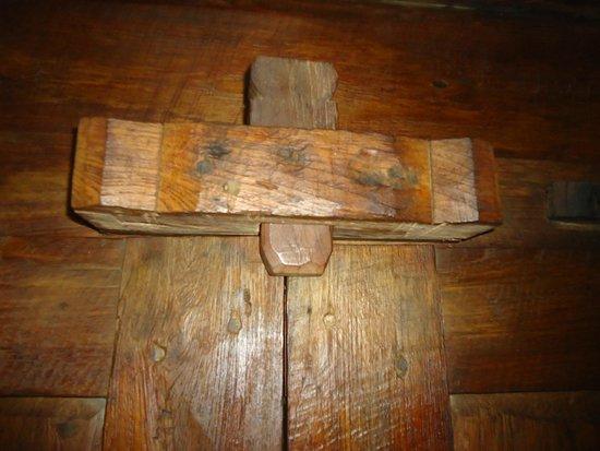 Bambu Indah : this is how to lock the door