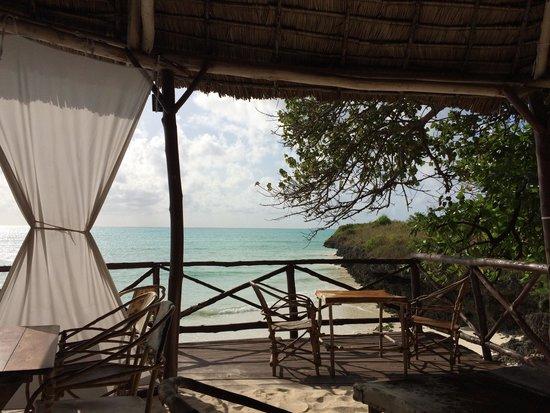 Zanzest Beach Bungalows: Ristorante bar