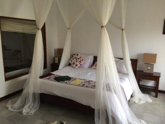Alam Puisi Villa: King size bed vert comfy ;)
