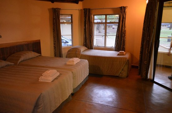 Letaba Rest Camp: Bedroom / main area