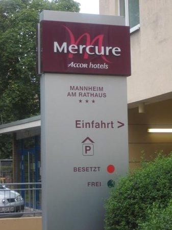Mercure Hotel Mannheim am Rathaus: Mannheim Hotel Entrance sign