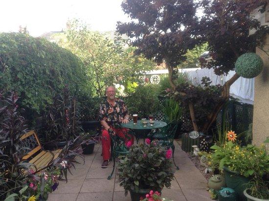 Savoy Hotel - Fleetwood: Having a drink in the Garden