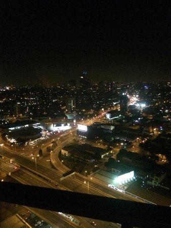 Aria Hotel Apartments: 33rd floor