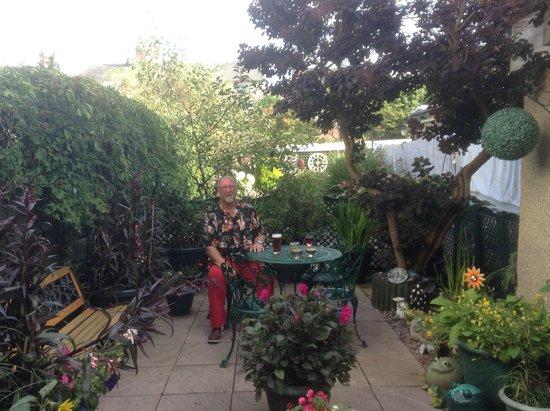 Savoy Hotel - Fleetwood: Having an evening drink in the Garden