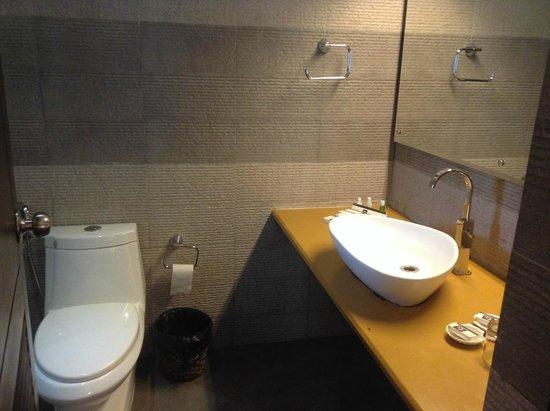 Deshadan Backwater Resort: modern sleek