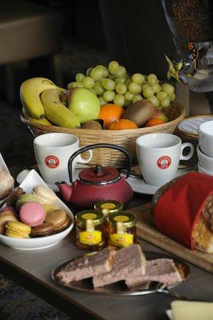 Guesthouse 't oud Gemeentehuis Poelkapelle: Part of breakfast buffet