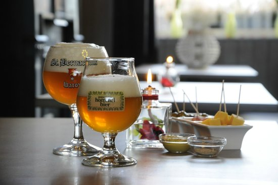 Guesthouse 't oud Gemeentehuis Poelkapelle: Local beers in our public tea-room