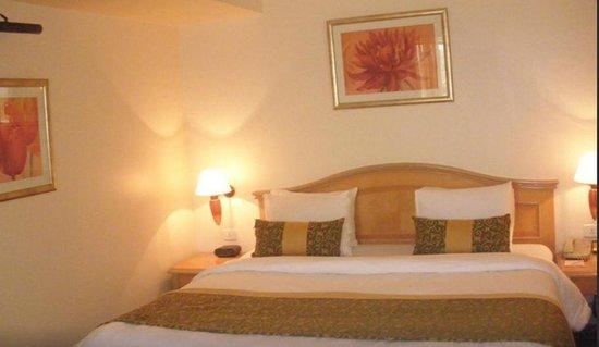Ramada Plaza Palm Grove : Room