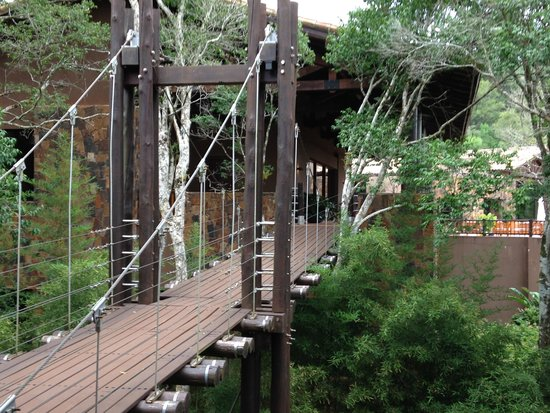 Loi Suites Iguazu: Suspension walk-way